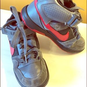 Nike youth 6.0 boy's shoes size 4.5